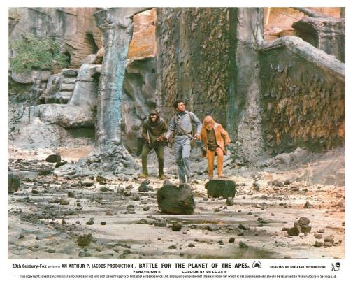 246165-science-fiction-battle-for-the-planet-of-the-apes-lobby-card