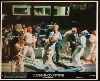 close-encounters-of-the-third-kind-us-lobby-card-3-8x10-1977-steven-spielberg-richard-dreyfuss