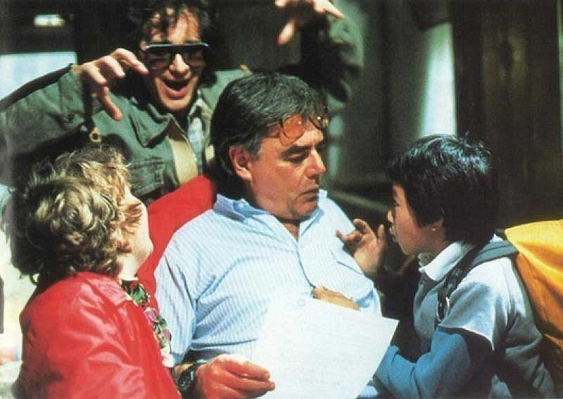 steven-spielberg-trying-to-scare-richard-donner-as-hes-talking-to-jeff-cohen-and-jonathan-ke-quan-on-the-set-of-the-goonies